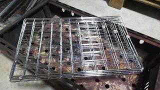 焚き火用の火の粉対策アイテムを自作!これでタープの下でも豪快に焚き火ができる!?